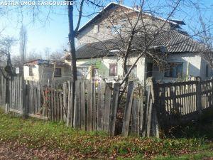Casa batraneasca de vanzare in Aninoasa- Dambovita